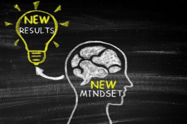 Para pensar de forma clara e obter novos resultados com uma Atitude Mental Positiva, devemos estar embasados em fatos.